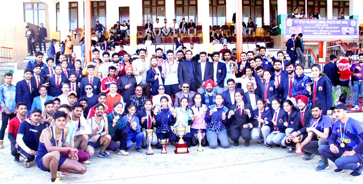 Athletes posing along with chief guest and other dignitaries during concluding ceremony of 45th Inter-Collegiate Annual Athletic Meet.
