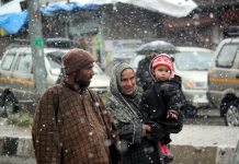 Fresh spell of Snowfall in Kunzer area of Baramulla district on Wednesday. —Excelsior/Aabid Nabi