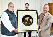 Governor Satya Pal Malik unveiling logo of Jammu University.