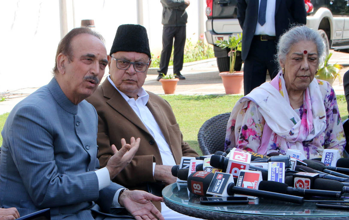 Congress leaders Ghulam Nabi Azad and Ambika Soni and NC president Dr Farooq Abdullah at a press conference inJammu on Wednesday. —Excelsior/Rakesh