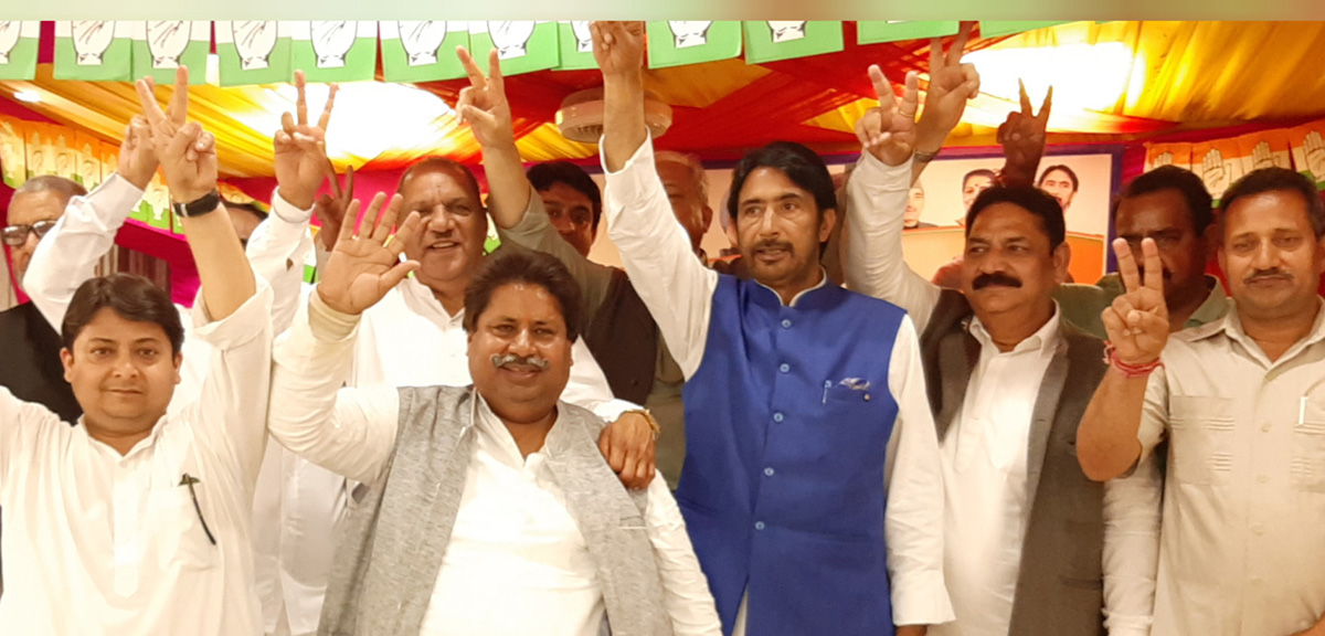 Senior Cong leaders Shakeel Khan, G A Mir, Raman Bhalla and others at a Cong rally at Raipur Domana in Jammu.