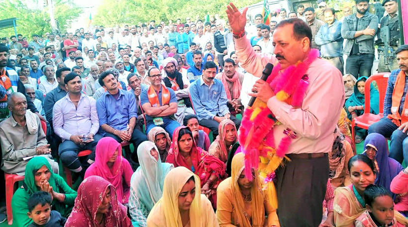 Union Minister Dr Jitendra Singh conducting Panchayat-level election campaign in Billawar Assembly segment on Tuesday.