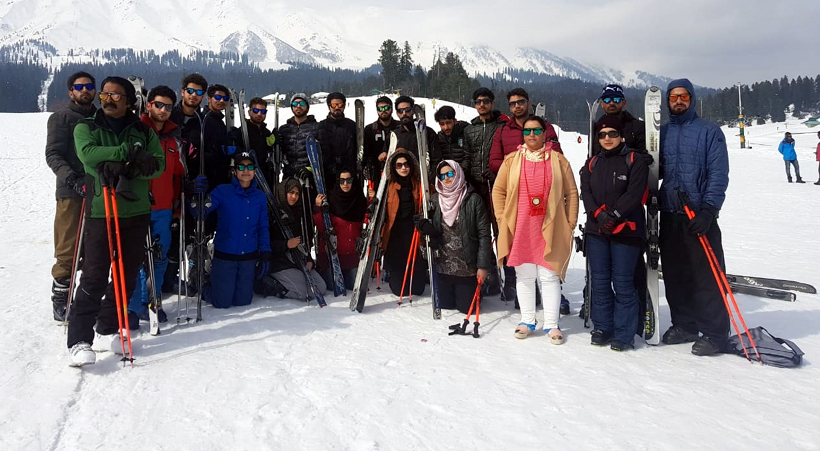Students of (IOT) Zakura Campus posing for a group photograph before attending the Skiing Course at Gulmarg.