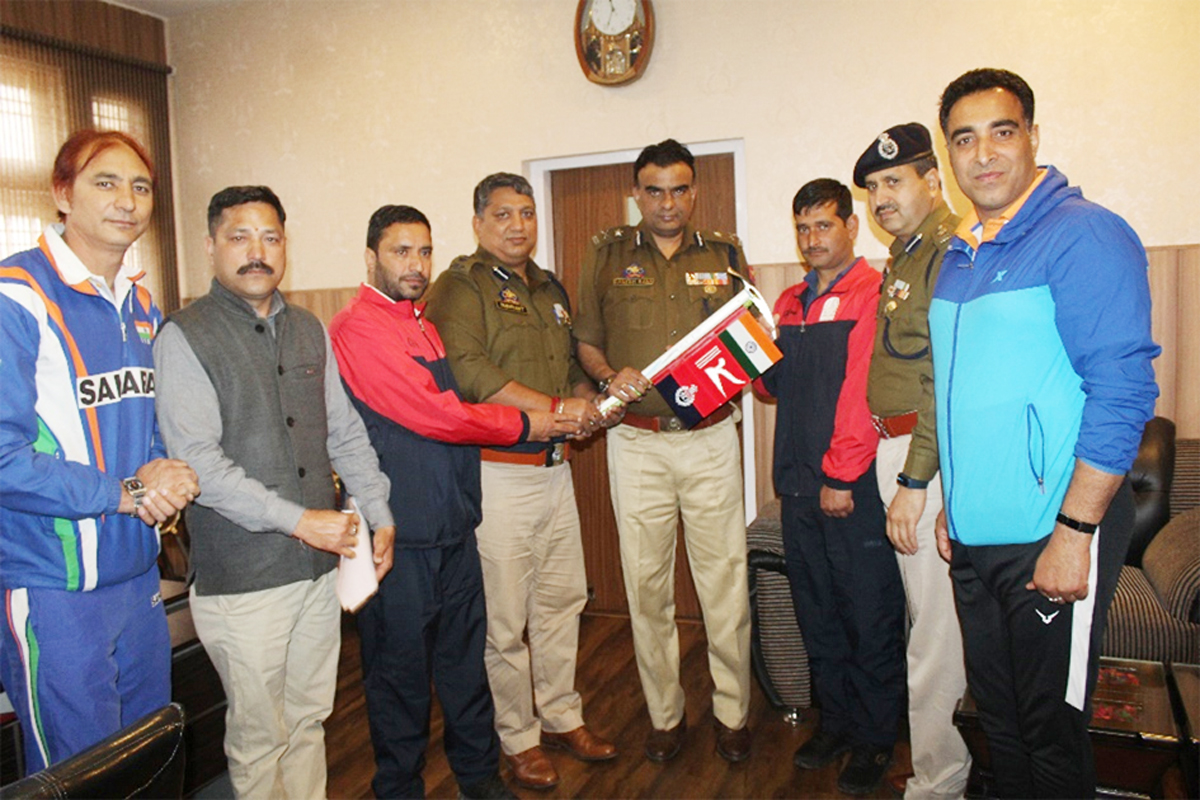 IGP Danesh Rana flagging off Mountaineers for Mt Everest Expedition.