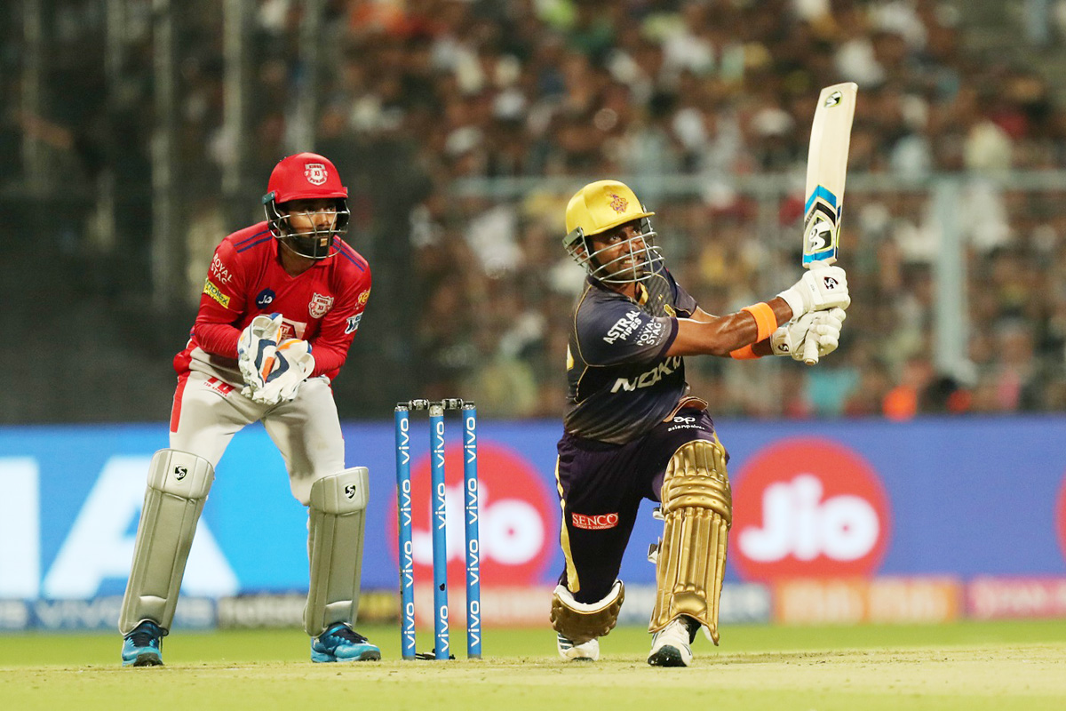 Robin Uthappa executing a short during his knock of 63 runs against Kings XI Punjab at Kolkata on Wednesday.