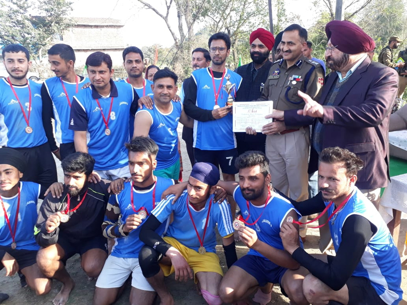 Winners of Kho-Kho Championship posing along with chief guest and other dignitaries at Dhalote in Samba.