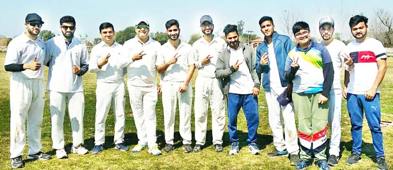 Jubilant Reader's Cafe Cricket Club players showing victory signs after scripting a thrilling win over Sharika Diagnostic Cricket Club in Jammu.