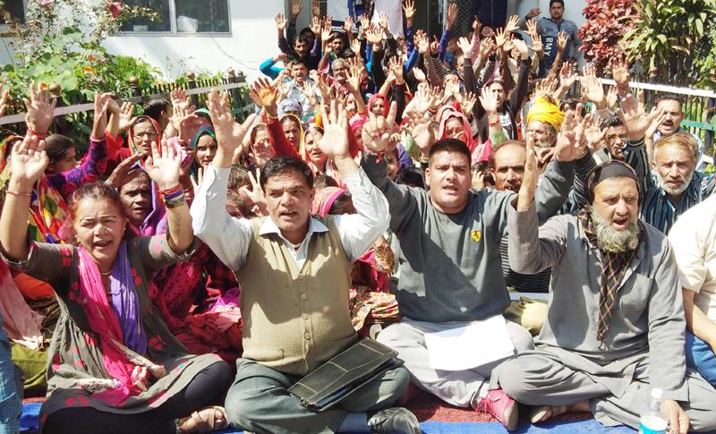 Jammu Migrants raising slogans during protest at Jammu on Wednesday. —Excelsior/Rakesh