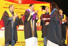 Vice President, M. Venkaiah Naidu presenting Gold Medal to the Students at the 16th Convocation of the Indira Gandhi Institute of Development Research, in Mumbai on Tuesday.