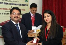 Vidushi Abrol receiving Ist Prize in Oral Presentation.