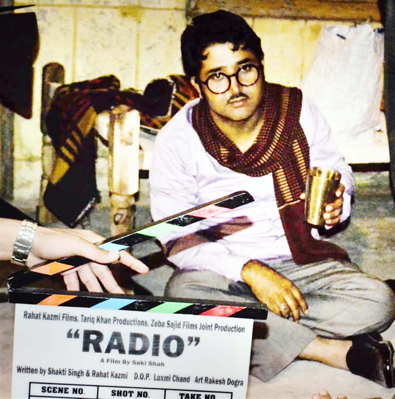 A shot of the film '2 Band Radio'.