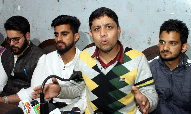 'Haq Insaaf Council' leader Zeshan Syed addressing a press conference at Jammu on Wednesday. -Excelsior Rakesh