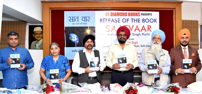 Manish Verma, MD Diamond Books along with Jasmer Singh Hothi (Book Writer), Dr HS Paul, Delhi Bureau Chief, Daily Excelsior and other dignitaries releasing the book 'Satvaar' at New Delhi.