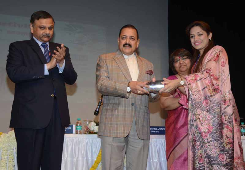 Union Minister Dr Jitendra Singh presenting awards to distinguished women officials in Ministry of Personnel / DoPT & ARPG, at New Delhi.