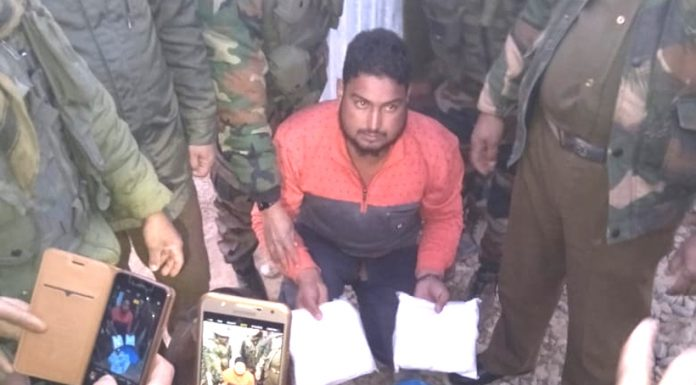 Trans-border smuggler nabbed by Army near LoC in Balakote area of Poonch on Saturday.—Excelsior/ Rahi Kapoor
