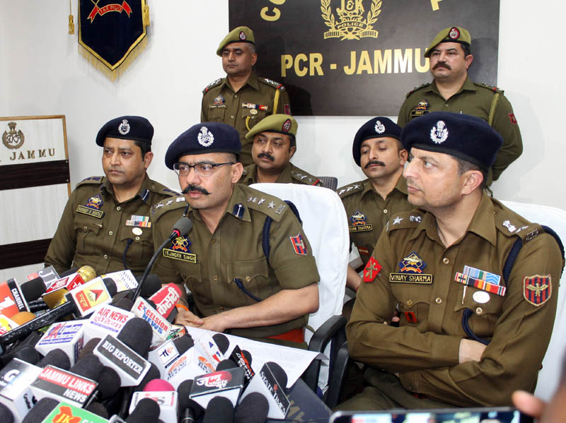 SSP Jammu Tejinder Singh interacting with media persons at Jammu on Thursday. -Excelsior/Rakesh