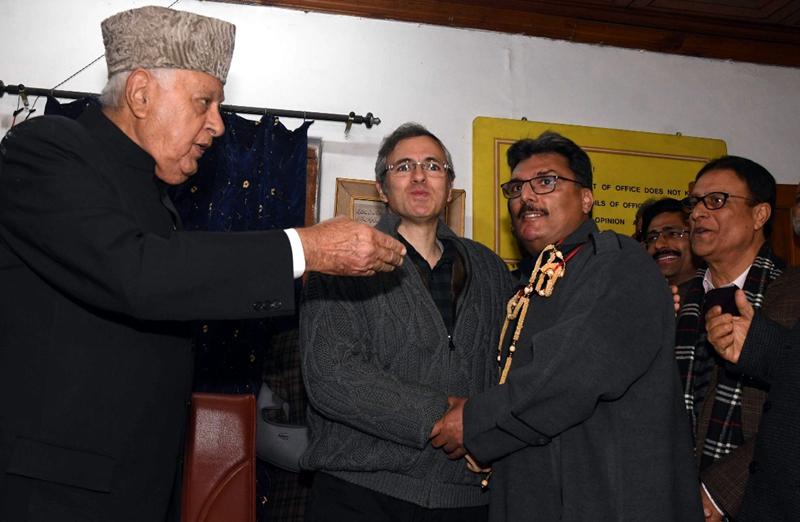 Former IGP Shafqat Watali joining NC in Srinagar on Friday. -Excelsior/Shakeel
