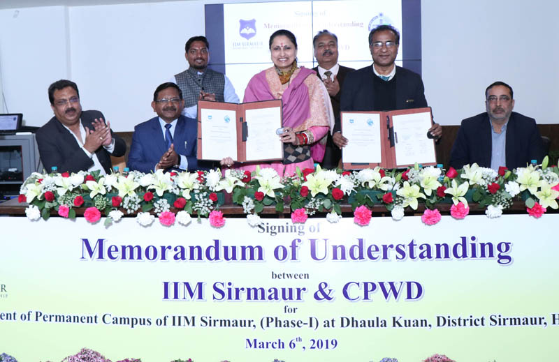 Director IIM Sirmaur Prof Neelu Rohmetra displaying copy of MoU, which was signed with CPWD.