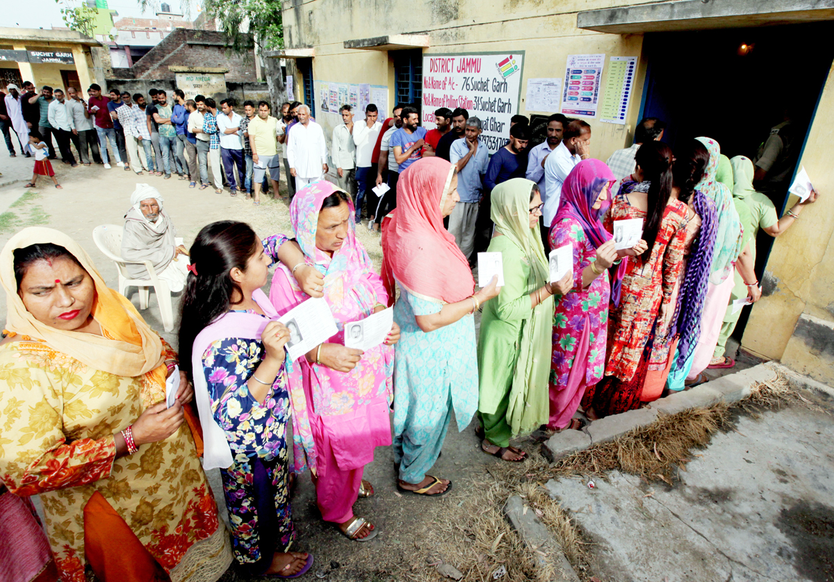 Long queues of voters at Suchetgarh close to International Border in Jammu district on Thursday. -Excelsior/Rakesh