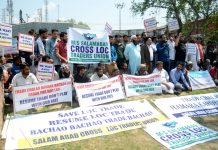 Salamabad Cross LoC Trade Union protests in Srinagar over suspension of trade. -Excelsior/Shakeel
