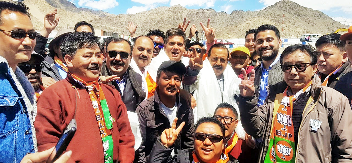 Union Minister Dr Jitendra Singh, flanked by BJP State president Ravinder Raina and senior party leaders, on arrival at Leh, on Monday.