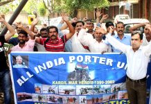 Kargil war porters protesting in Jammu on Monday. -Excelsior/Rakesh