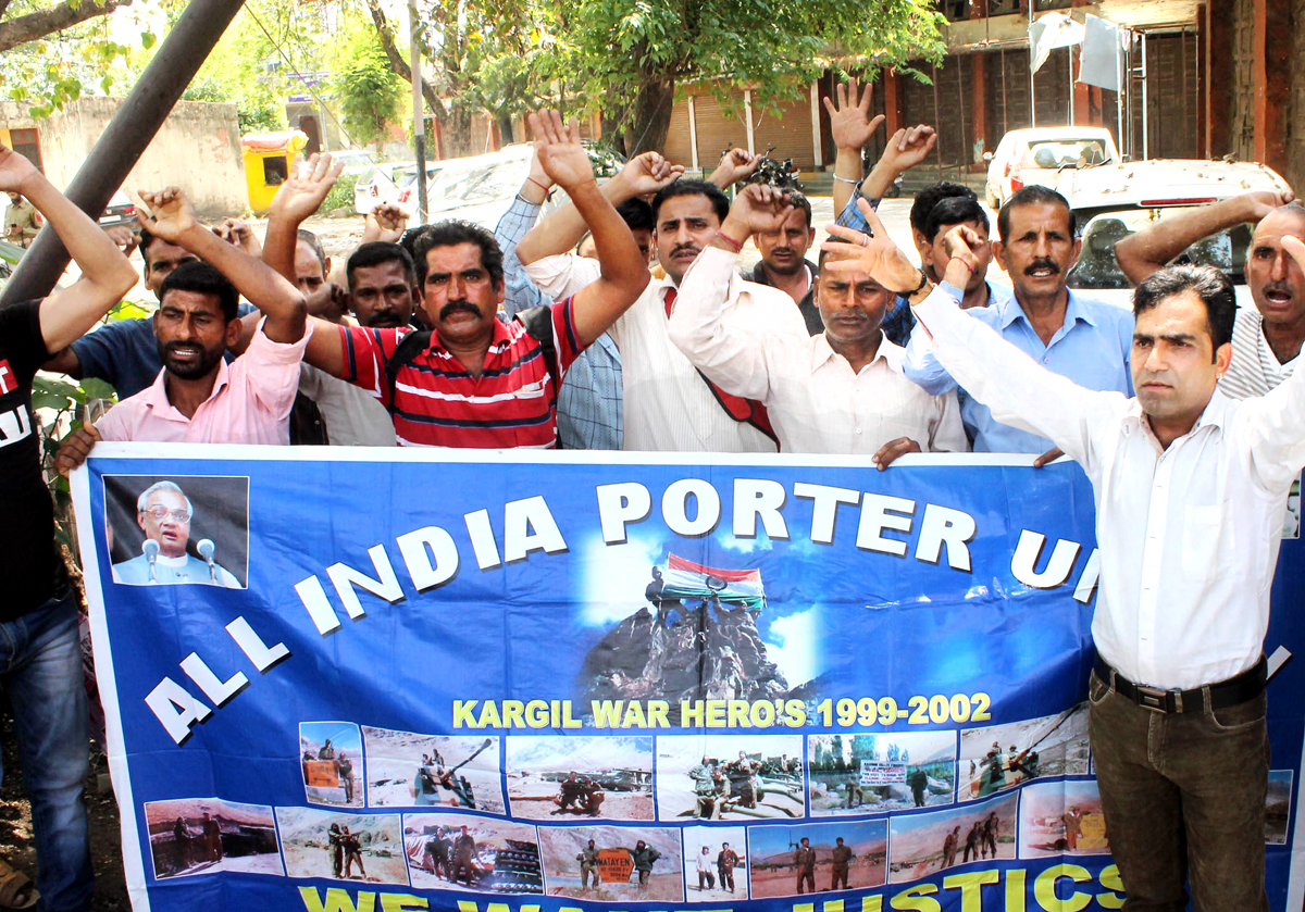 Kargil war porters protesting in Jammu on Monday. -Excelsior/Rakesh
