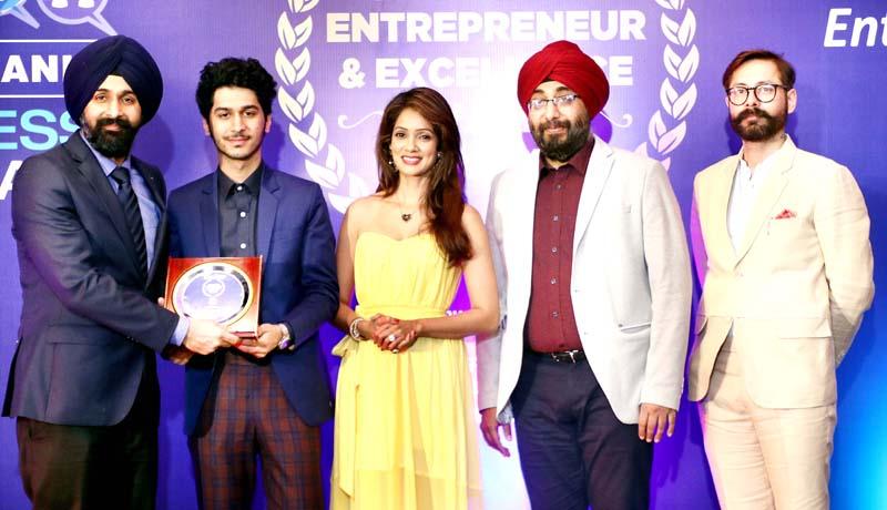 Dr Ranjit Singh, Joint Replacement Surgeon at Fortis Escorts Hospital Amritsar receiving award at Amritsar.