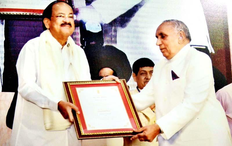 Prof Pritam Chander Shastri receiving award from Vice-President, M. Venkaiah Naidu in New Delhi.
