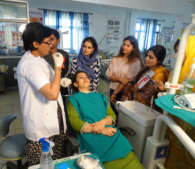 A doctor teaching the interns about the new trends to improve facial appearance.