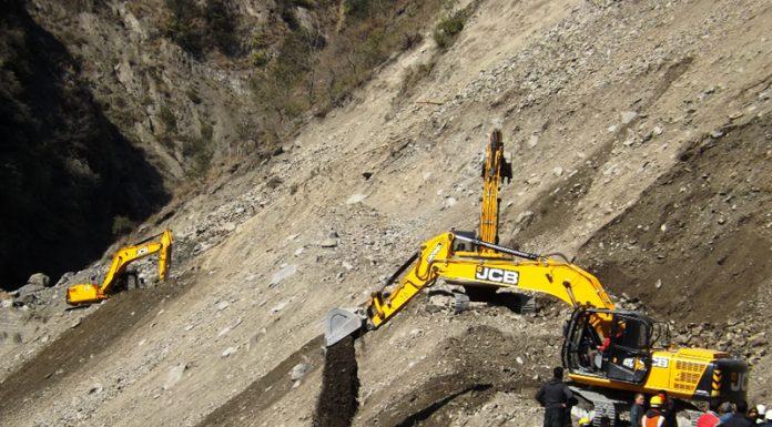 Machines clearing massive landslide near Ramsu in Ramban. -Excelsior/ Parvaiz Mir