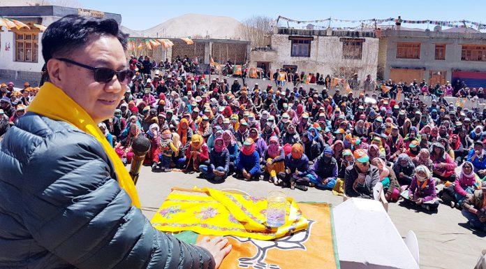 Union MoS for Home, Kiren Rijiju addressing a mammoth poll rally at Khalsti in Leh on Monday.