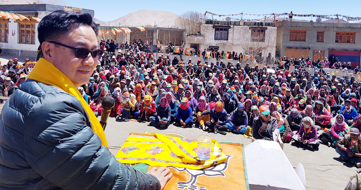 Union MoS for Home, Kiren Rijiju addressing a mammoth poll rally at Khalsti in Leh on Monday.