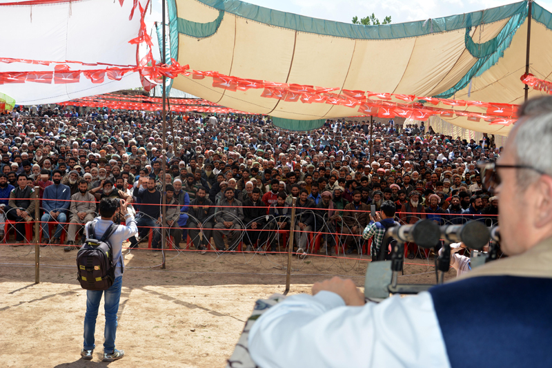 NC leader Omar Abdullah addressing an election rally at Aishmuqam in Anantnag on Sunday. —Excelsior/Sajad Dar