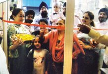 Manjit Kaur Anand inaugurating 'Baba Chicken' at Nanak Nagar, Jammu on Wednesday.