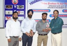 HoD presenting mementoes to the guests from Wipro who delivered lecture at YCET.