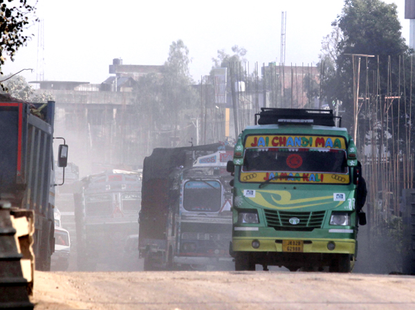 'Clouds of dust' on Jammu-Akhnoor road due to ongoing widening work by SP Singla Constructions Pvt Ltd. -Excelsior/Rakesh