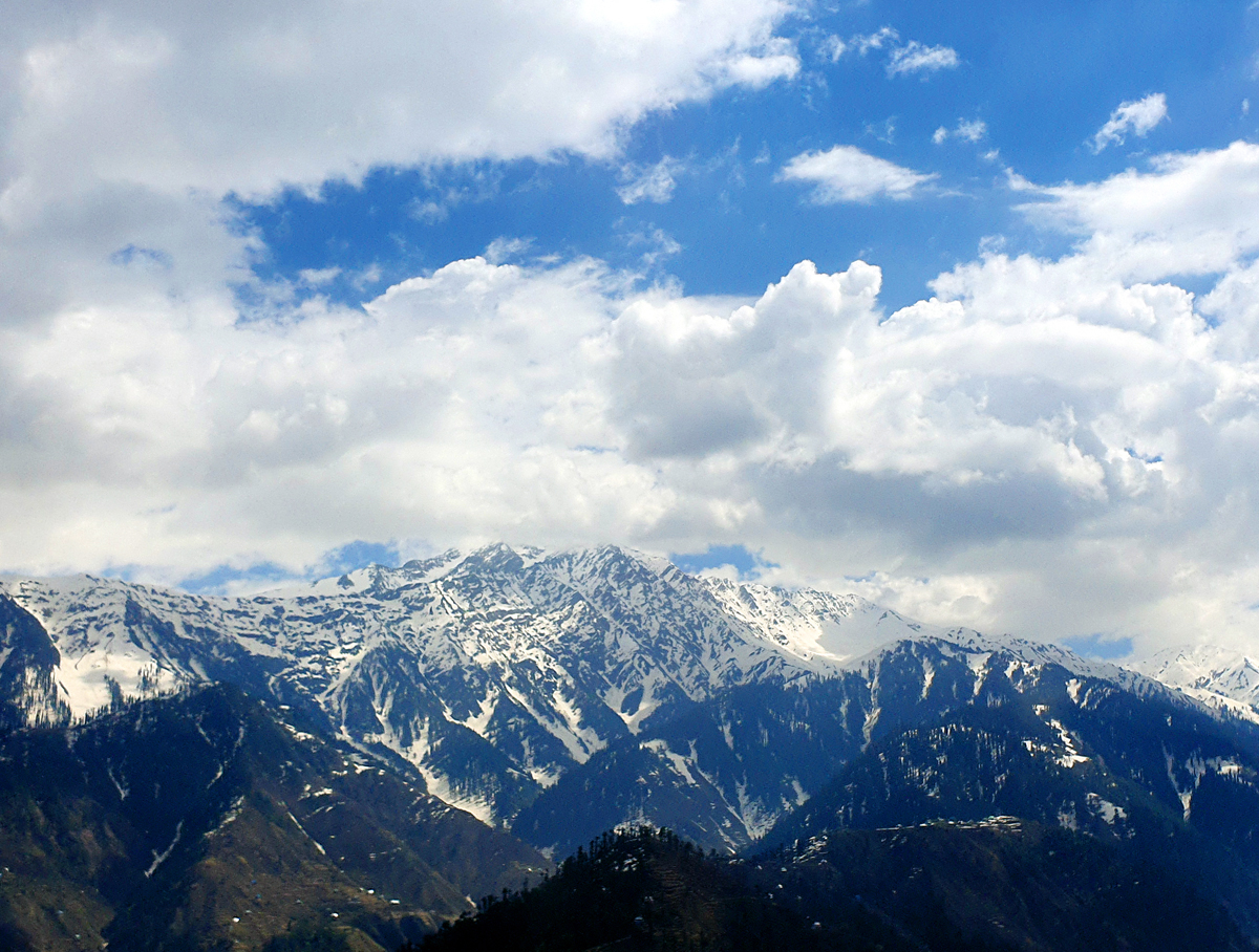 Panoramic view of snow covered Gool Gulab Garh mountains. -Excelsior/Rakesh