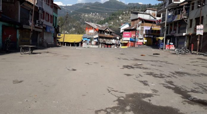A view of deserted Bhaderwah town on Wednesday in view of curfew for second day. —Excelsior/Tilak Raj