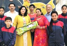 J&K sport climbers posing along with dignitaries and officials before leaving for Delhi.