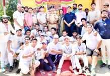 Winners of inaugural match of Tri-Series Cricket Tournament posing for a group photograph with dignitaries.