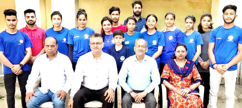 The State sport climbing team posing for photograph with Ravi Singh, Divisional Sports Officer, Satish Gupta, Manager, Indore Sports Complex and Office bearers of Mountaineering Association of J&K.