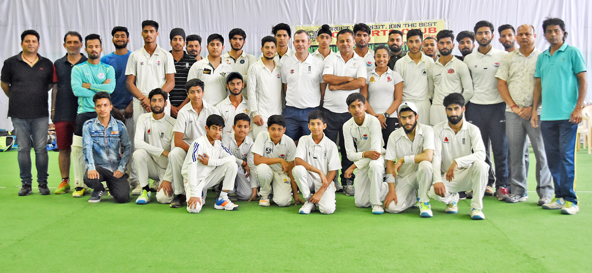Ecb Coach Rodney Jones Bestows Tips To Cricketers At Kcsc