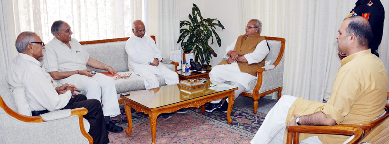 RSS leaders during meeting with Governor.