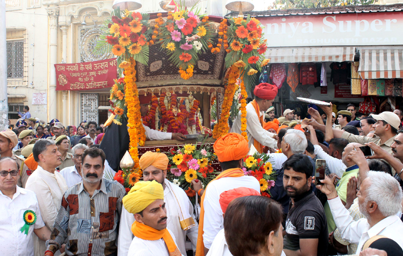 A grand Shobha Yatra of Lord Rama being taken out in Jammu city on Ramnavami on Saturday. -Excelsior/Rakesh