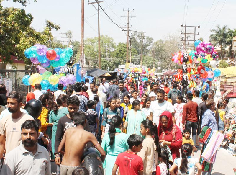 Hustle bustle at Baisakhi Mela near Ranbir Canal at Jammu on Sunday. — Excelsior/Rakesh
