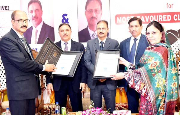 J&K Bank Chairman and others on the occasion of signing of MoU with NIT Srinagar.
