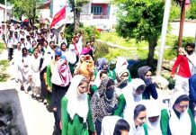Students during peace rally in Bhaderwah on Tuesday. -Excelsior/Tilak Raj