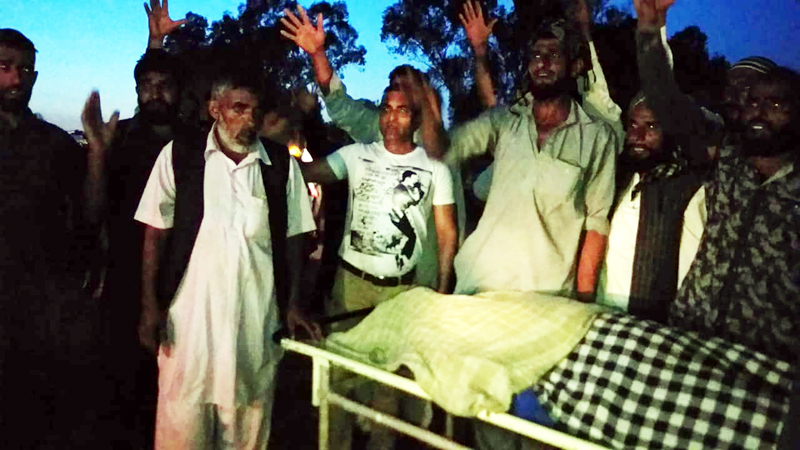 People protesting with dead body against staff of District Hospital Kathua.