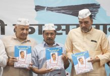 Aam Aadmi Party convenor and Delhi Chief Minister Arvind Kejriwal with party leaders releasing party Manifest for Lok Sabha Election -2019, in New Delhi on Thursday. (UNI)